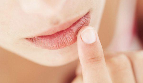 trnjenje donje usne