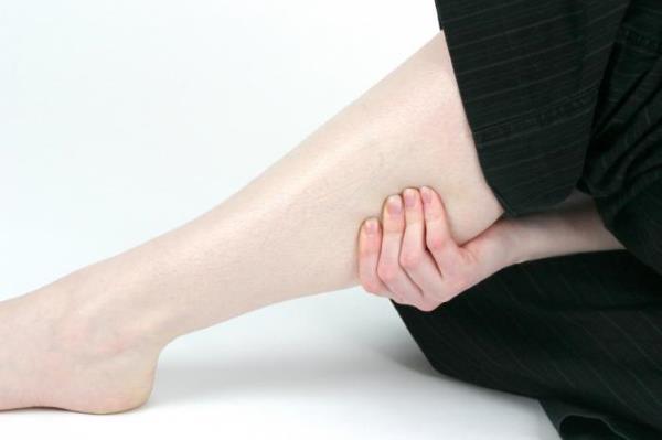 bolovi u nogama ispod koljena listovi