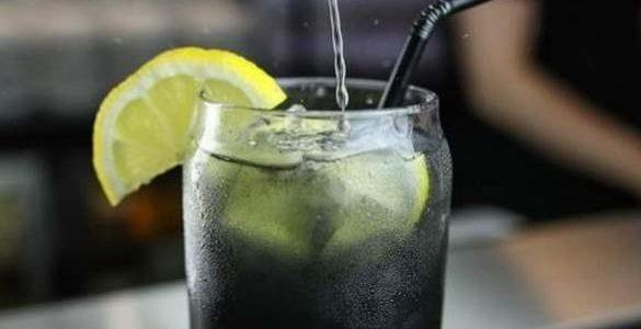 Svet je poludeo za ovim napitkom: Recept za crnu limunadu, napitak koji čini čuda