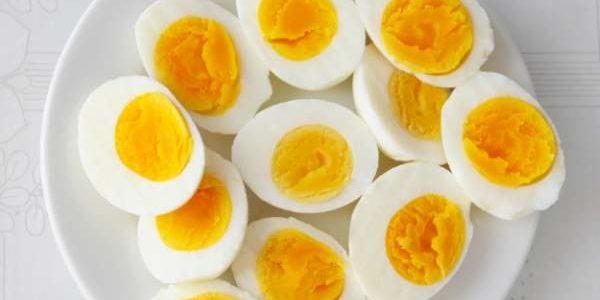 Koliko dugo kuvana jaja ZAISTA smeju da stoje a da se ne OTRUJEMO? Kraće nego što ste mislili!