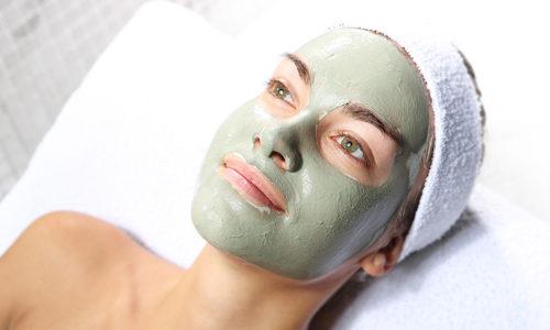 Bentonit zelena glina za lice – najbolje maske za negu i protiv bubuljica i akni